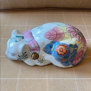 Vintage Ceramic Hand-painted Tobacco Leaf Cat